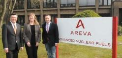 Sind stolz auf ihre Mitarbeiter und neue Aufträge: das Führungstrio von Advanced Nuclear Fuels in Lingen (von links) Peter Reimann, Petra Opitz und Andreas Hoff. Foto: Burkhard Müller