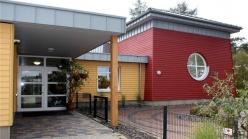 """Direkt an den Kindergarten """"Rokids"""" auf dem Gelände der Rosen Group soll eine sogenannte Ersatzschule gebaut werden. Foto: Carsten van Bevern"""