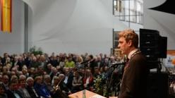 Beim Bürgerempfang am Sonntag in der Halle IV in Lingen warb Oberbürgermeister Dieter Krone vor über 800 Gästen für eine Willkommenskultur in der Stadt. Fotos: Thomas Pertz