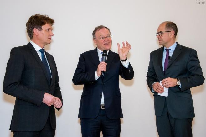 Ministerpräsident Stephan Weil im Gespräch mit Oberbürgermeister Dieter Krone und Moderator Dr. Stefan Lennardt
