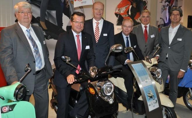 Auf eine Probefahrt bereiten sich Christian Voy, Christian Gnaß, Ralf Büring, Martin Gerenkamp, Christof Wetter und Christoph Becker (von links) vor.