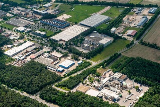 Die Wirtschaft in Lingen entwickelt sich positiv. Ein Beispiel ist das Gewerbegebiet an der Schillerstraße. Luftbild: Stadt Lingen/Richard Heskamp