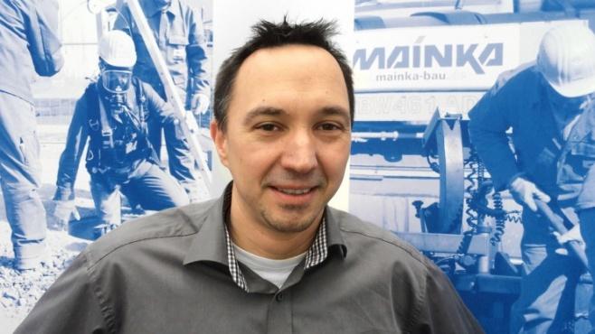 Die Baubranche kann für junge Menschen attraktive Karrieremöglichkeiten bieten. Das zeigt das Beispiel André Volkmer, Projektleiter bei der Bauunternehmung August Mainka in Lingen. Foto: Mainka